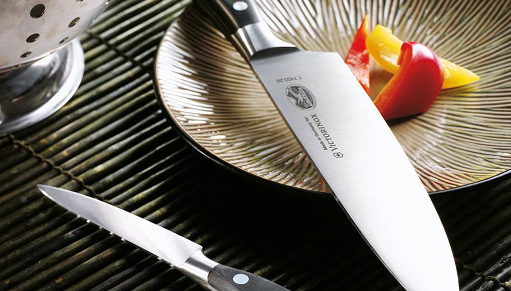 Distributeur des couteaux Victorinox
